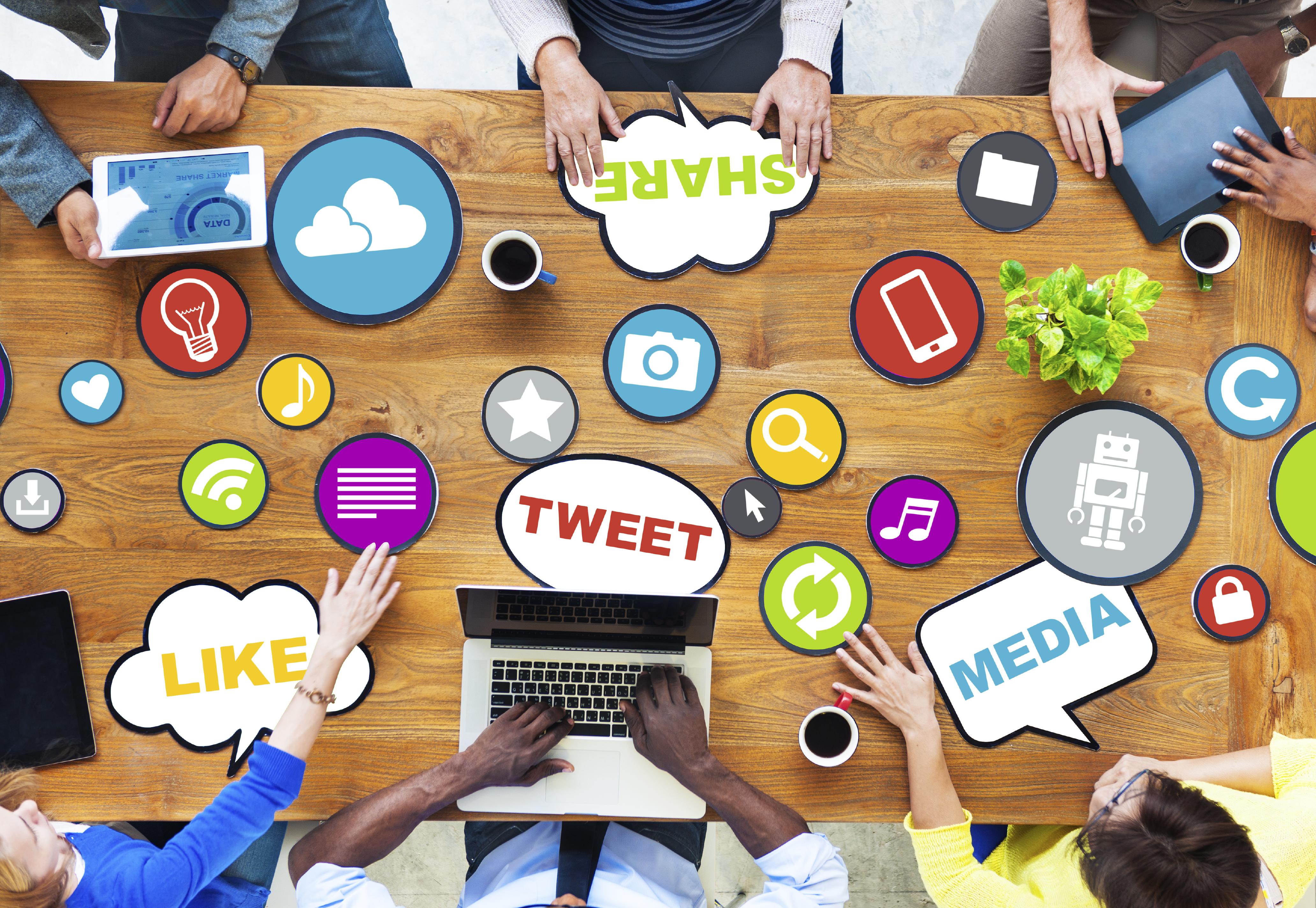 social-media-table
